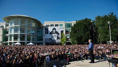 Apple legger ut video av minnestund