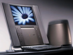 Se Jonathan Ive presentere jubileums-Mac i 1997